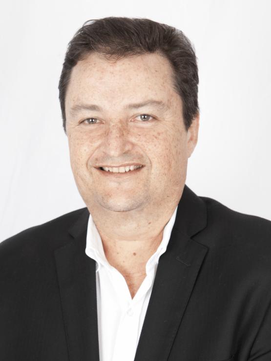 Dr. Gustavo Freer